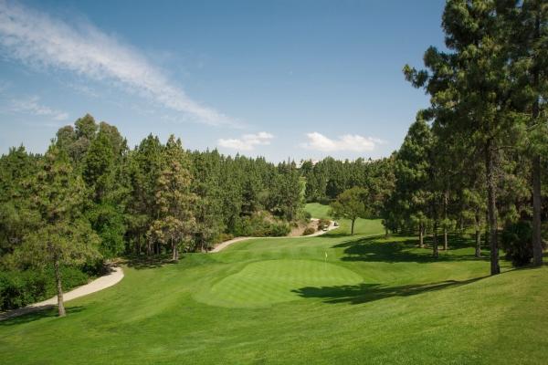 Tanto el clima como el paisaje de Mijas nos ofrece innumerables actividades deportivas; entre ellas, jugar al golf en sus numerosos campos.
